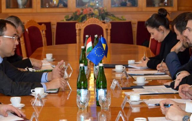 Украина согласовала с Венгрией пути урегулирования «языкового вопроса»