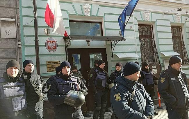 В Харькове состоялись протесты возле польского консульства