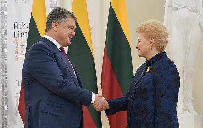 Порошенко подарил президенту Литвы важный исторический фолиант