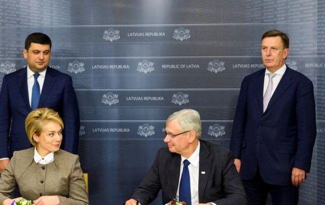 Украина и Латвия подписали протокол о намерениях по работе украинской школы в Риге