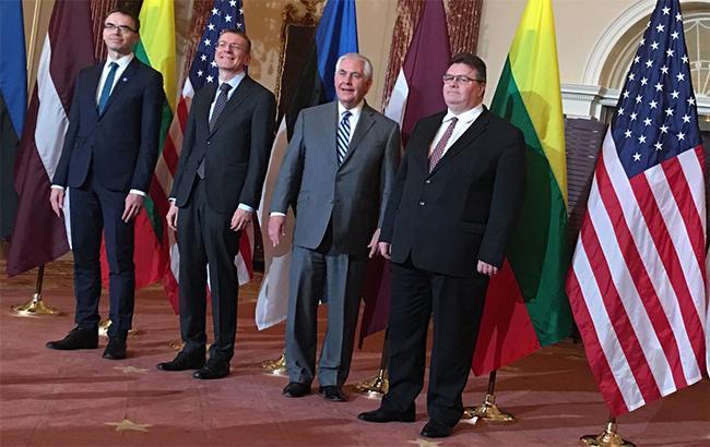 Страны Балтии просят Запад более серьезно относится к угрозе со стороны России
