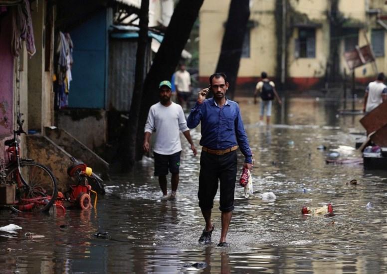 На юг Индии обрушился мощный циклон, есть погибшие