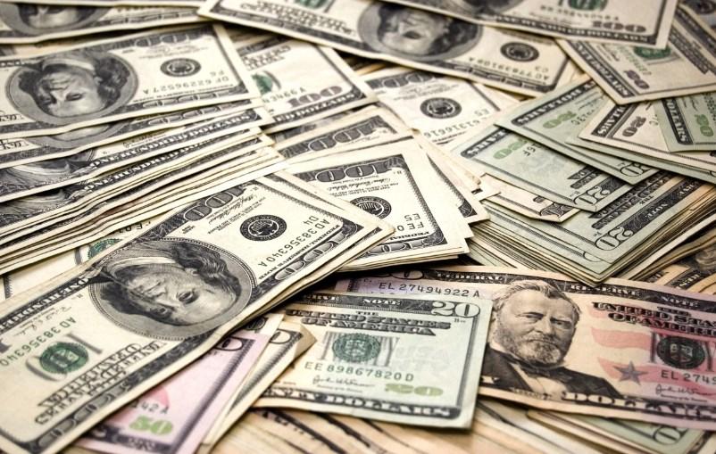 Как долго будет дешеветь доллар: прогноз курса на праздники