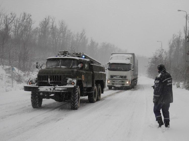 На Харьков обрушился мощный снегопад