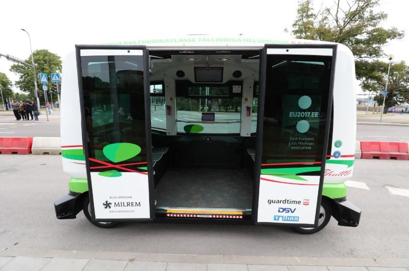 В Таллинне вышли на маршруты пассажирские автобусы без водителей