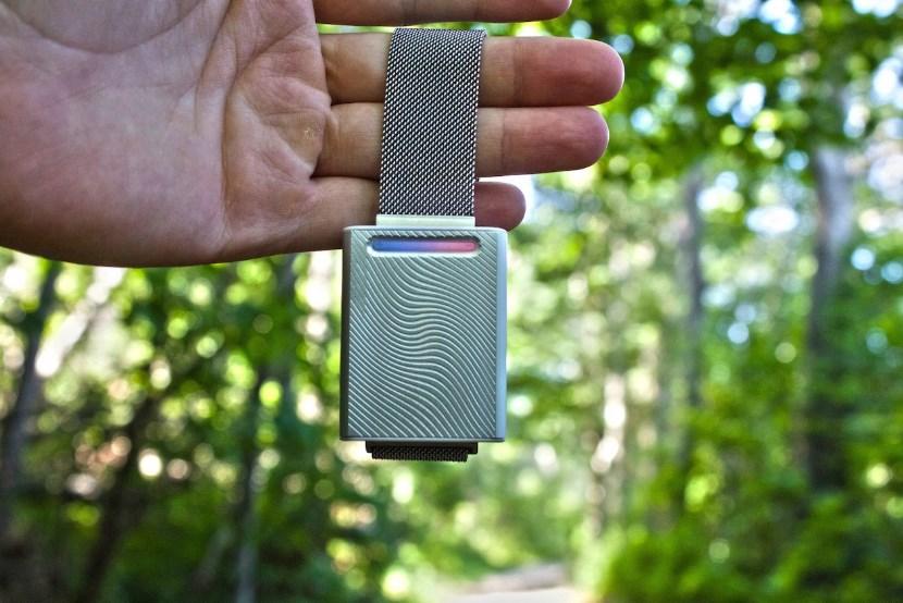Embr Wave –инновационный браслет, который поможет освежиться летом и согреет зимой