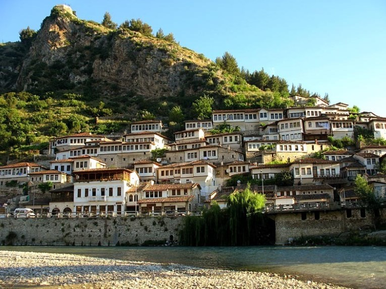 Растет популярность туров в Албанию и Хорватию