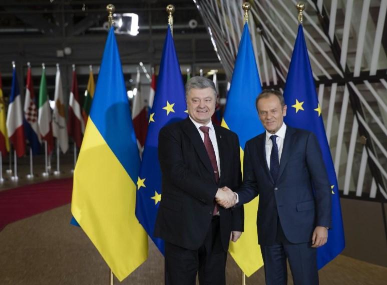 Порошенко передал Туску список лиц, причастных к атаке на украинские корабли в Азовском море