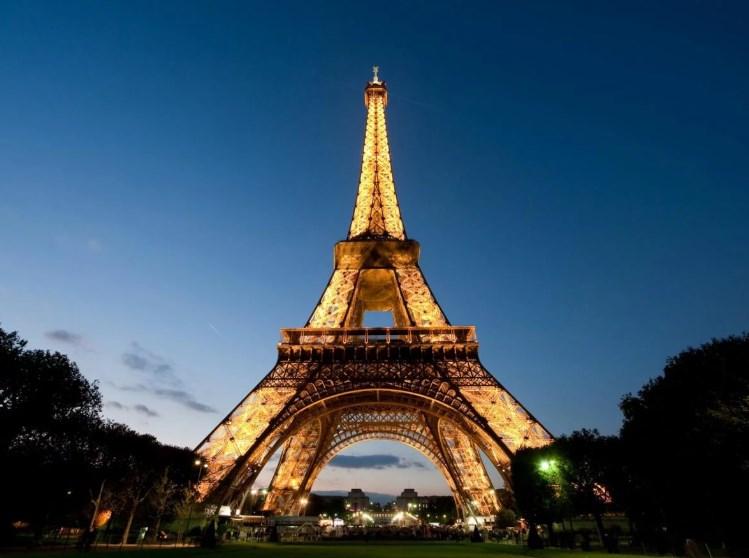 Во Франции из-за акций протеста закрыли Эйфелеву башню