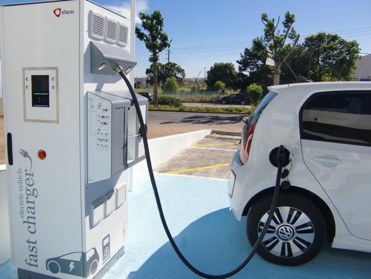 Зарядка электромобиля возле дома – тысяча долларов с каждого