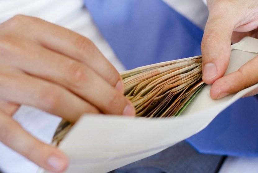 Сколько украинцев получают зарплаты в конвертах: информация от ГФС