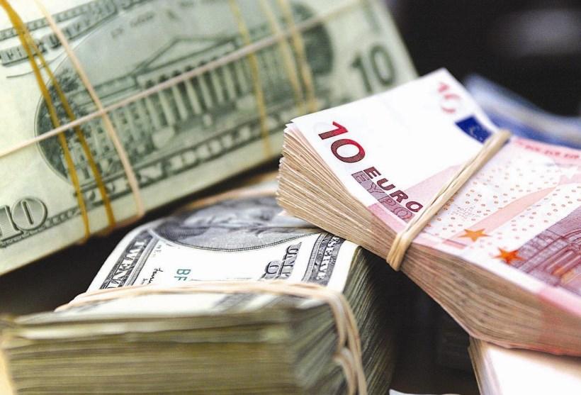 Доллар и евро взлетели в цене: курс достиг максимумов за месяц