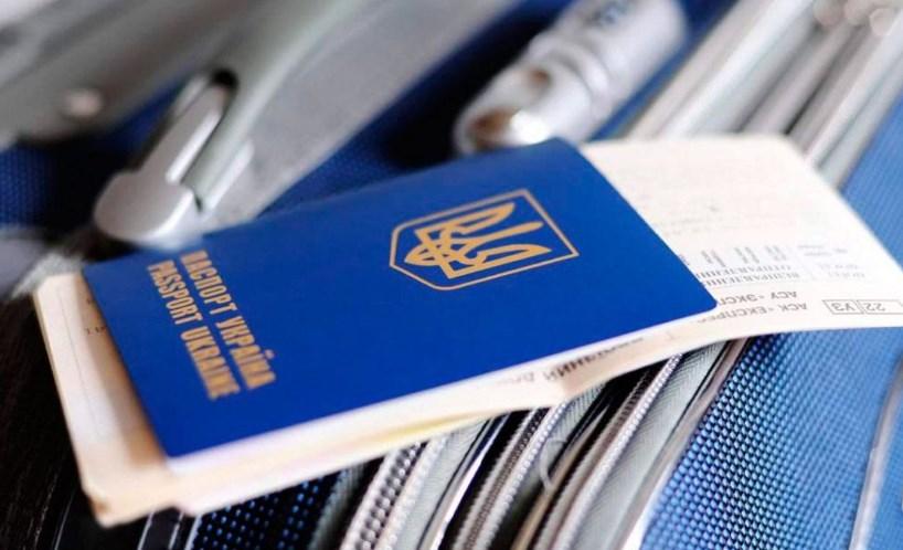 Украинцы активно пользуются безвизом с ЕС, а ПЦУ пополняется новыми приходами: итоги дня