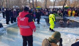 От Волыни до Донбасса: множество украинцев окунулись в проруби на Крещение