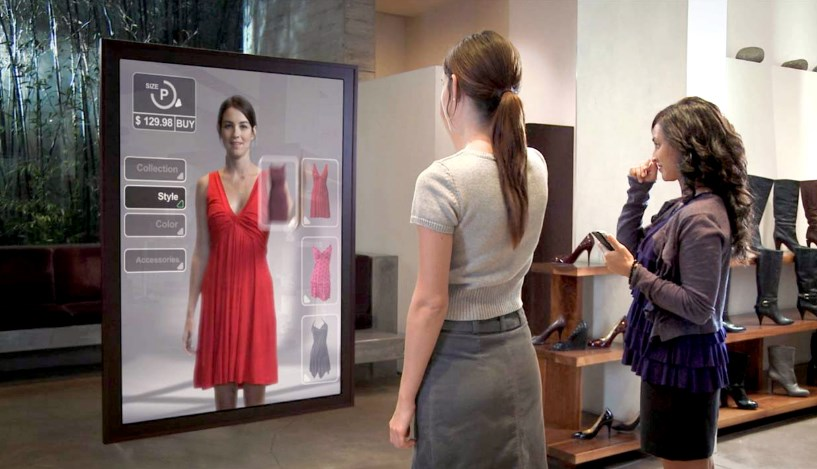 Зеркало будущего, которое имеет искусственный интеллект и сенсорный экран