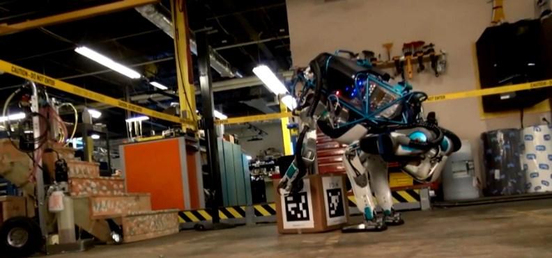 Робот-гуманоид может ходить по сугробам, смартфон будет работать от солнца