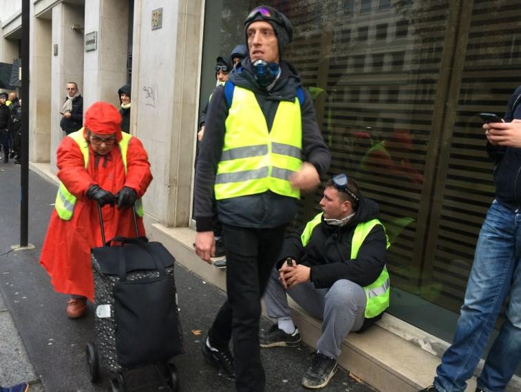 Макрон подозревает, что протесты «желтых жилетов» поддерживают из-за рубежа