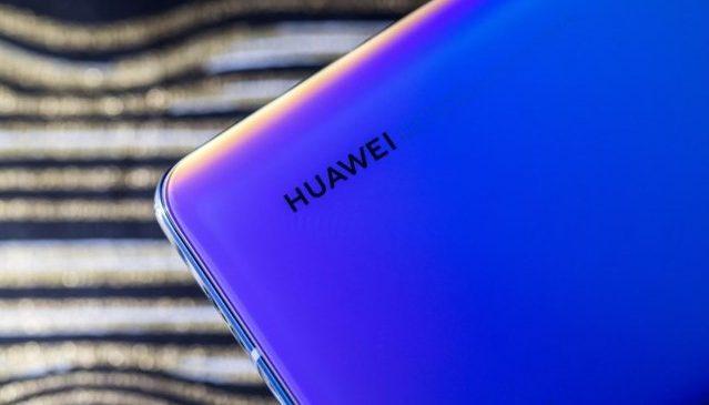 Huawei покажет первый смартфон не на Android: известна цена