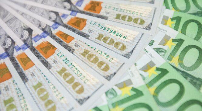 Гривня держится, но это ненадолго: прогноз курса доллара