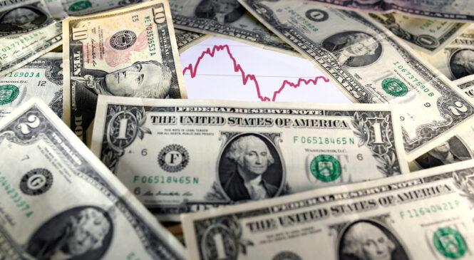 Локдаун может взвинтить курс доллара до рекорда с 2015 года – эксперт