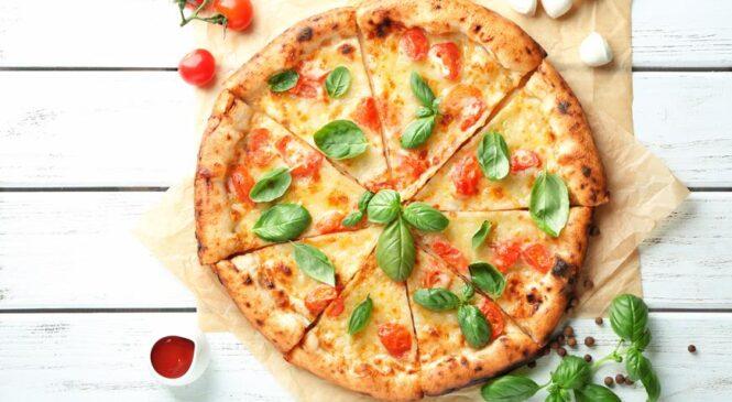 Быстрая пицца из слоеного теста